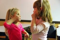 niños gestos